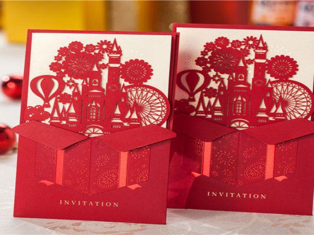 Thiệp cưới màu đỏ laser ấn tượng