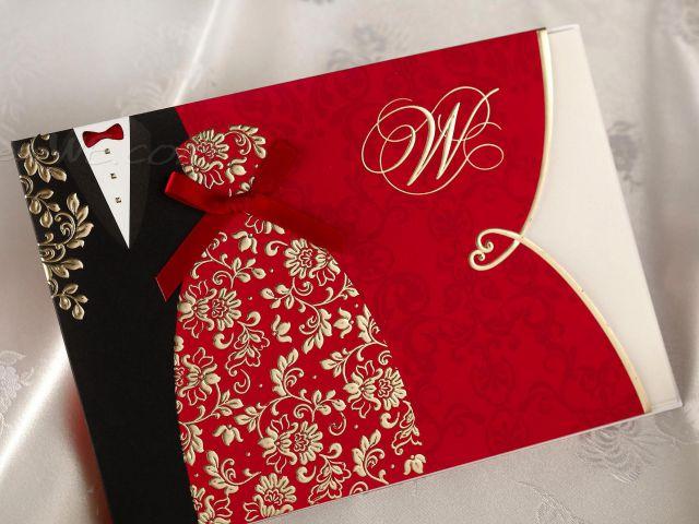 Thiệp cưới đỏ với hình cô dâu chú rể