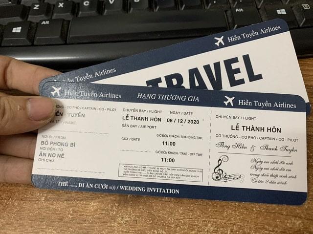 Thiệp mời cưới sử dụng ý tưởng của tấm vé máy bay dành cho các cặp đôi sáng tạo